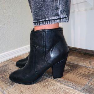 Shoes - 💛 Heeled black booties